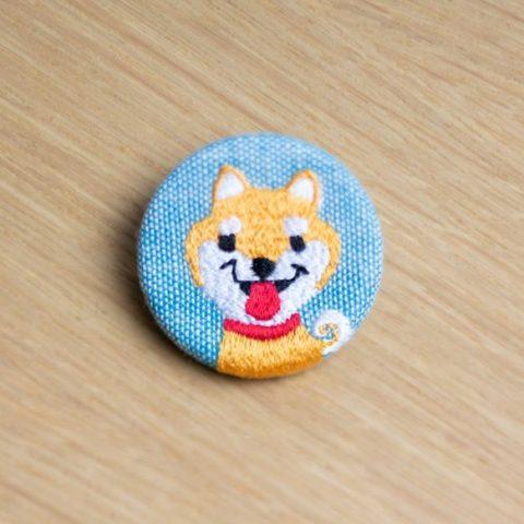 くるみボタン・刺繍ブローチ 犬