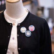 くるみボタン刺繍ブローチ